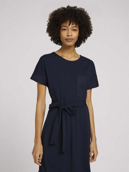 Elastisches Kleid mit Bindegürtel