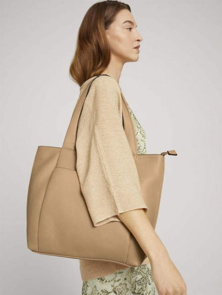 Shopper Tara